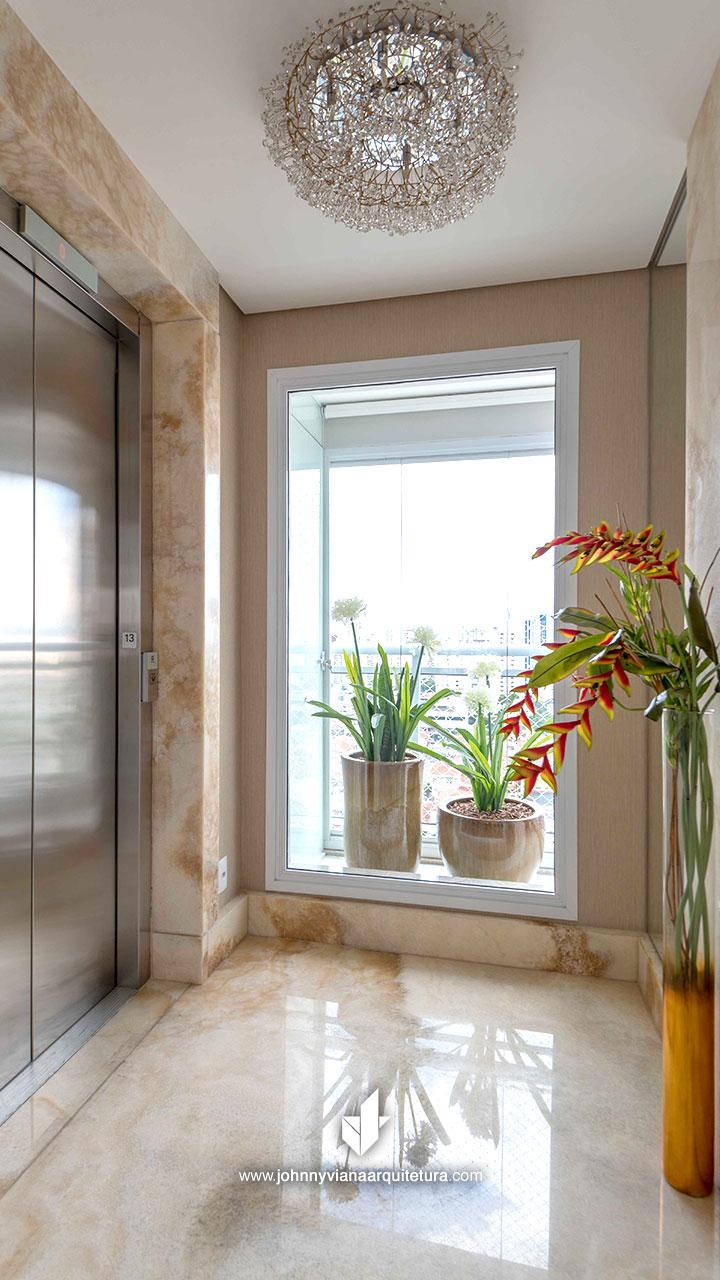 Hall de entrada com mármore iluminado | Johnny Viana Arquitetura e Interiores